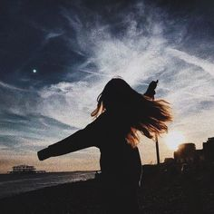 Ideas for cool poses without showing your face – Typical Miracle Photos Bff, Photos Tumblr, Tumblr Profile Pics, Girl Photography Poses, Photography Terms, Photography Composition, Photography Books, Reflection Photography, Photography Poses