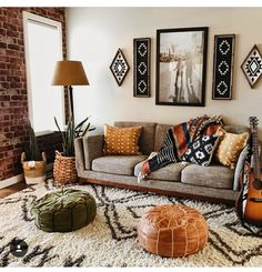 I like the earthy tones and the atmosphere of this room. There is a lot going on … - Boho Living Room Decor Boho Living Room, Living Room Modern, Living Room Interior, Living Room Designs, Earthy Living Room, Earth Tone Living Room Decor, Gray Couch Living Room, Cozy Living Room Warm, Living Spaces