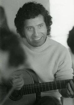 Victor Jara Victor Jara, Ernesto Che, Socialism, Che Guevara, Easter Island, Boys, Pictures, Fictional Characters, Singers