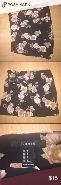 Floral Print Skirt Brand Forever 21. Super cute floral pattern. I was to small for me, fits a medium. Unworn. Forever 21 Skirts Mini