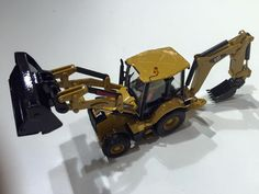 Diecast Masters - Booth Spielwarenmesse 2016: Caterpillar 420F2 Back Hoe Loader