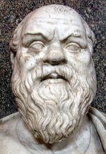 SÓCRATES • Grécia, V a.C. • Foi o pioneiro do que atualmente se define como Filosofia Ocidental. Até hoje este filósofo é sinônimo de integridade moral e sabedoria, pois sempre agiu com ética, responsabilidade, e tornou-se padrão de perfeita cidadania. Fonte: Infoescola