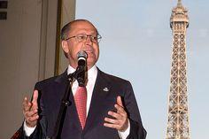 #Política: 'Necessitamos de uma reforma política', diz Alckmin antes de se reunir com Dilma | A declaração foi dada no Palácio dos Bandeirantes, sede do governo paulista, após o anúncio da suspensão do reajuste do pedágio em rodovias privatizadas. http://mmanchete.blogspot.com.br/2013/06/necessitamos-de-uma-reforma-politica.html#.UcjZx_k3ugQ