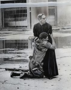 Hector Rondon Press - Comfort From the Padre (Pulitzer Prize Winner), 1962