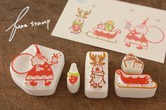 出発しますよ~トコトコ!おまたせ~遅刻だよ~! はよいくよ~トナカイくんは、サンタさん待ちのご様子・・・サンタさんは、手に持ったプレゼントのラッピングに...