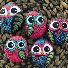 Stone Art Painting, Heart Painting, Pebble Painting, Pebble Art, Painted Rocks Owls, Painted Rock Animals, Painted Stones, Painted River Rocks, Ladybug Rocks