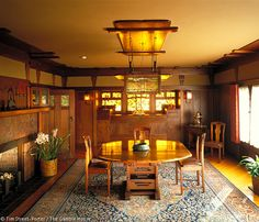 I love the arts & crafts style. Oh why can't my dining room look like this? I guess I'd still have clutter all over the table.   Gamble House / Greene & Greene
