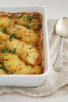 """French Onion Potato Bake French Onion Potato Bake – """"I have been making this for years & we all love it"""" – Fun Baking Recipes, Vegetable Recipes, Great Recipes, Vegetarian Recipes, Favorite Recipes, Healthy Recipes, Easy Recipes, French Cooking Recipes, Celery Recipes"""