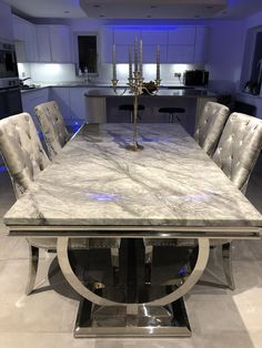 Marble Dinning Table, Dinning Table Design, Dining Room Table Decor, Living Room Decor Cozy, Luxury Dining Tables, Luxury Dining Room, Open Plan Kitchen Living Room, Living Room Decor Inspiration, Bedroom Furniture Design