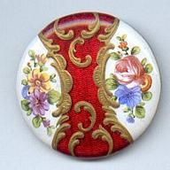 British Button Society button with red and gold flourish and roses and flowers This is gorgeous! Fancy Buttons, Vintage Buttons, Button Art, Button Crafts, Sewing A Button, Vintage Outfits, Metallica, Victorian, Brooch