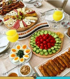 Bride And groom breakfast Wedding ceremonies are really interesting in most countries. Now lets take a look at I recommend you not to miss reading this. Picnic Snacks, Iran Food, Food Carving, Food Platters, Food Decoration, Turkish Recipes, Aesthetic Food, Food Design, Food Presentation