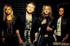 We Are Harlot – Debütalbum im Anmarsch | Metalunderground