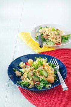 Nuudeli-broilerisalaatti | K-ruoka Ketogenic Recipes, Diet Recipes, Vegan Recipes, Keto Results, Baking Party, Keto Dinner, Pasta Salad, Potato Salad, Food And Drink