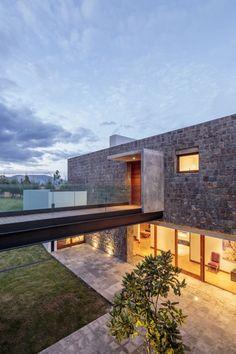 Los Chillos House / Diez + Muller Arquitectos © Sebastían Crespo Camacho