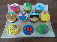 I don't think this much fondant tastes good on cupcakes, but these are cute. Disney Princess Cupcakes, Disney Princess Birthday, Princess Party, Princess Cakes, Yummy Cupcakes, Cupcake Cookies, Cupcake Toppers, Dress Cupcakes, Cupcakes Decorados
