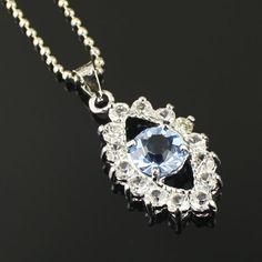 La lumière bleue noble collier de diamants