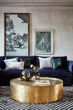 Totally feeling the navy mood in this old world vibe living room ? Totally feeling the navy mood in this old world vibe living room ? Blue Velvet Sofa Living Room, Blue And Gold Living Room, Blue Living Room Decor, Living Room Color Schemes, Elegant Living Room, Living Room Sofa, Interior Design Living Room, Living Room Designs, Dark Blue Couch