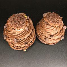 Envie de vous faire plaisir ? Commandez nos merveilleux choux chocolat-caramel ☺️ Caramel, Desserts, Food, Sprouts, Chocolates, Sticky Toffee, Tailgate Desserts, Candy, Deserts