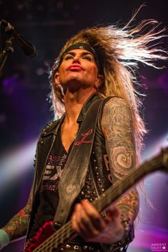 Steel Panther performed live in Auckland recently and New Zealand concert photographer Doug Peters was there to capture…