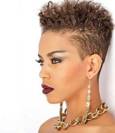 Lots of celebrities these days sport short curly hair styles, but some of them really stand out. When we think of curly short hair, the image of AnnaLynne Tapered Natural Hair, Pelo Natural, Short Sassy Hair, Short Hair Cuts, Short Hair Black Girls, Short Natural Black Hair, Pixie Cut Blond, Curly Hair Styles, Natural Hair Styles