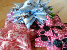 How to make star gift bows. Plus the template guides to help you do it.