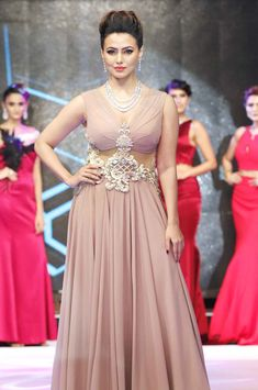 Sana Khan walking on the ramp for designer Archana Kochhar. #Bollywood #Fashion…