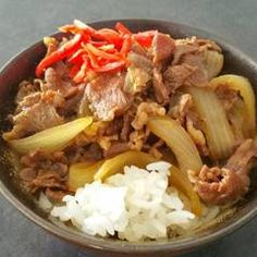 Homemade Yoshinoya-Style Gyudon (Beef Rice Bowl) Recipe by cookpad. Yoshinoya Beef Bowl Recipe, Beef Rice Bowl Recipe, Japanese Dishes, Japanese Food, Gyudon, Ginger Beef, Cooking White Rice, Beef And Rice, Spicy Sauce