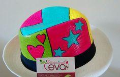 Sombreros pintado a mano arte pop. Painted Hats, Fancy Hats, Arte Pop, Custom Hats, Fedora Hat, Flip Flop Sandals, Caps Hats, Mosaic, Helmet