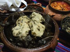 Los tamalitos son un plato típico de Guatemala. Se acompañan con salsa de tomate o chile picante. Ingredientes: 2 libras (900 gr) de masa de maíz blanca 3 manojos de chipilín ½ taza de aceite Tusas…