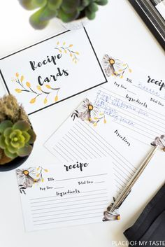 I love me some FREE printable recipe cards! These cute little printable recipe cards will help you to stay organized in a stylish way!