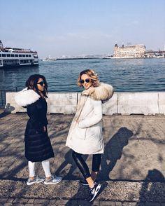 """K R I S T I N A   Z O Ë en Instagram: """"17 years of friendship - jetzt endlich auch mal in der Türkei zusammen gewesen  #istanbul #turkey #munich #woolrich #coat #fur #parka…"""""""