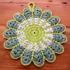 Crochet Flower PotstandThis crochet pattern / tutorial is available for free... Full post:Crochet Flower Potstand