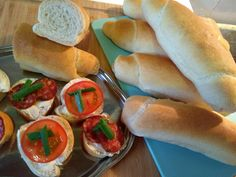 Domáce rožky. #hrncekoverecepty #domace #rozky #recepty Hot Dog Buns, Hot Dogs, Bread, Food, Meal, Essen, Hoods, Breads, Meals