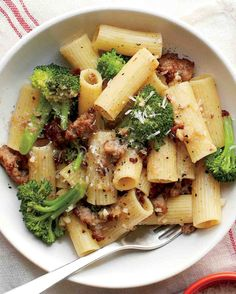 Rigatoni with Broccoli and Sausage - Wholesome broccoli pairs with irresistible sausage in this one-pot dinner. Anchovies are the secret ingredient in this dish. They give it deep, savory flavor without a bit of fishiness. Broccoli Sausage Recipe, Veggie Sausage, Spicy Sausage, Sweet Sausage Recipes, Turkey Sausage Pasta, Ground Turkey Sausage, Sausage Meals, Spicy Broccoli, Bacon Pasta