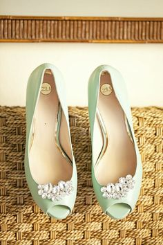 Mint green wedding shoes. Photo by What a Day! Wedding by Moana Events