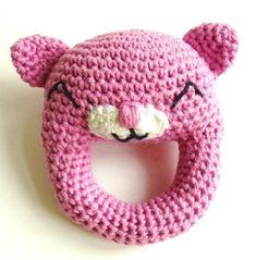 hæklet katterangle Crochet For Kids, Crochet Baby, Crochet Children, Gato Crochet, Bindi, Little Dogs, Amigurumi Doll, Diy Tutorial, Baby Toys