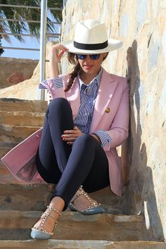 Pink blazer, blue & white pin striped shirt, navy pants and accessories. Classy Outfits, Chic Outfits, Trendy Outfits, Fall Outfits, Fashion Outfits, Womens Fashion, Pink Blazer Outfits, Pink Blazers, Blue Pants Outfit