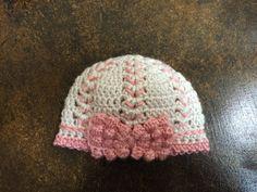 Crocheted Baby Hat - Newborn Bow Hat .  Photo prop - Baby girl crochet . Baby Gift