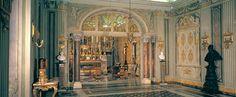 Palazzo Doria Pamphilj – RomaLa Cappella del palazzo fu progettata da Carlo Fontana per il cardinal Benedetto fra il 1689 e il 1691 e rimaneggiata da Francesco Nicoletti, architetto della casa nella seconda metà del Settecento - Cerca con Google