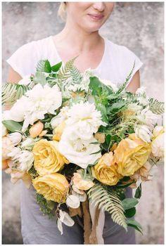Flower Bouquets, Flower Bouquet Wedding, Color Stories, Garden Plants, Wedding Bells, Floral Design, This Or That Questions, Yellow, Floral Bouquets