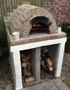 pizzaofen-garten-selber-bauen-backstein-mauern-brennholz-kohle-feuer-garten Best Picture For grilling fish For Your Taste You are looking for something, and it is going to tell you exactly what you ar Build A Pizza Oven, Stone Pizza Oven, Diy Pizza Oven, Pizza Ovens, Brick Oven Outdoor, Pizza Oven Outdoor, Oven Diy, Four A Pizza, Construction