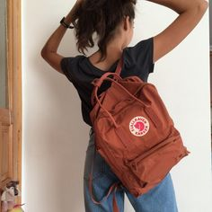 Discover and share the most beautiful images from around the world Backpack Outfit, Kanken Backpack, Backpack Bags, Mochila Kanken, Cute Backpacks, School Backpacks, Mochila Grunge, Books And Tea, Aesthetic Backpack