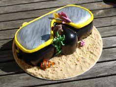 Scuba mask cake.