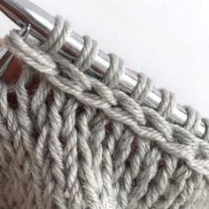 No photo description available. Stitch Patterns, Knitting Patterns, Crochet Patterns, Knitting Help, Crochet Winter, Crochet Baby, Chevron, Weaving, Knitting Sweaters