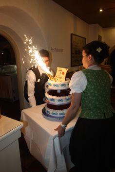 Hochzeitstorte mit Feuerwerk; heiraten in Garmisch-Partenkirchen, Hochzeitshotel Riessersee Hotel Resort - Wedding in Bavaria - Wedding cake with sparklers