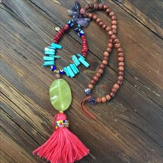Rosewood and green Agate necklace with handmade tassel