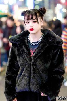 Harajuku Teen Street Style Squad w/ Balenciaga, Raf, Demonia & Vetements (Tokyo Fashion News) Japanese Street Fashion, Tokyo Fashion, Harajuku Fashion, Harajuku Style, Fashion Brand, Fashion News, Women's Fashion, Black Velvet Blazer, All Black Looks