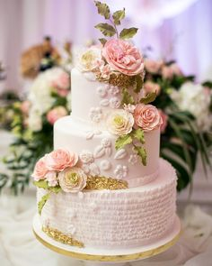 Wedding cake ideas to inspire you. Let them eat cake these pretty beautiful, delicious, on-trend wedding cake! For spring wedding Light pastel flowers are the best, a bold-colored drip cake serves up some summertime whimsy, rich, moody hues are ideal for an autumn affair… Featured : Dolcevita Cak...
