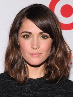Long bob with waves by Rose Byrne - Long Hairstyles Side Bangs Hairstyles, Lob Hairstyle, Long Bob Hairstyles, Bob Haircuts, Hairstyles Haircuts, Hairstyle Ideas, Oval Face Hairstyles, Short Hair Side Fringe, Haircuts For Oval Faces