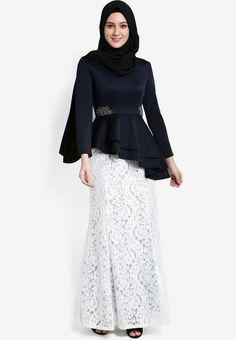 Fashion outfits women party ideas for 2019 Kebaya Modern Hijab, Kebaya Hijab, Kebaya Dress, Kebaya Muslim, Model Kebaya Modern, Kebaya Lace, Kebaya Brokat, Muslim Fashion, Hijab Fashion